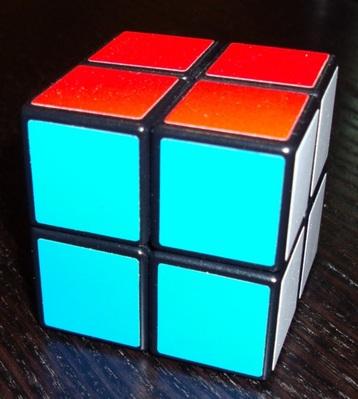 2x2x2Eastsheen: Ce cube a une place particulière dans ma collection, puisqu'il s'agit du cadeau que m'a fait un de mes élèves.