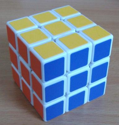 3x3x3 Yong Jun: Plus petit que les cubes officiels, il est toutefois très souple et agréable à utiliser.