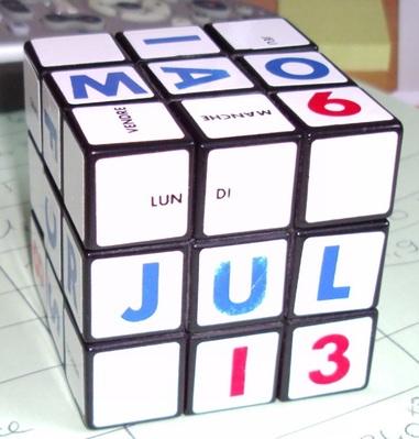"""Design """"calendrier"""" : En fait, il s'agit de mon véritable premier cube. On me l'a offert pour mon anniversaire il y a fort longtemps... Des années se sont écoulées avant que j'acquière un vrai Rubik's cube."""