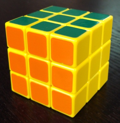 3x3x3: Mon DIY jaune. C'est le premier cube avec lequel j'ai commencé à faire du speedcubing. A côté du cube juste à gauche, celui-ci glisse comme une savonnette!