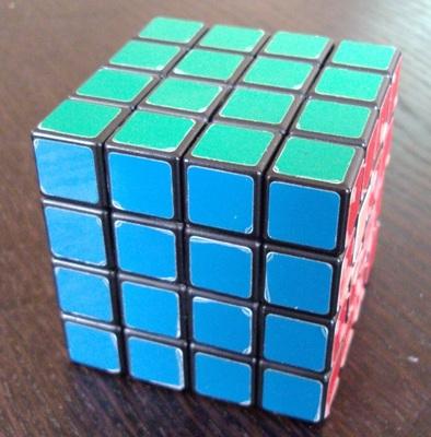 4x4x4 de marque Rubik's.
