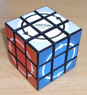 Latch Cube - Seules les rotations dans le sens des flèches sont autorisées