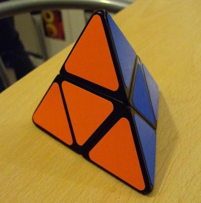 Pyramorphinx: Malgré sa forme pyramidale, il s'agit pourtant d'un simple 2x2x2...